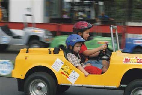 Kinder Die Auto Fahren by Verkehrs 252 Bungsplatz F 252 R Kinder Jumicar Kinder Lernen