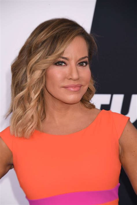 is robin meade in for a new hair style robin meade turner upfront presentation 05 gotceleb