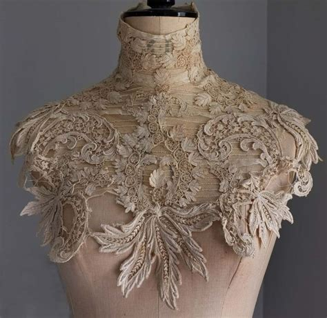 Edwardian guipure lace collar would this work if worn with a plain