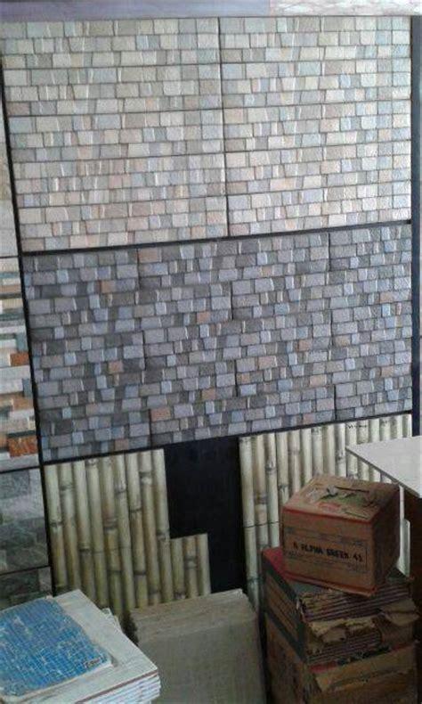 Batu Gambar Motif Ibu Gendong Anak jual keramik batu alam dinding tk kota kembang keramik