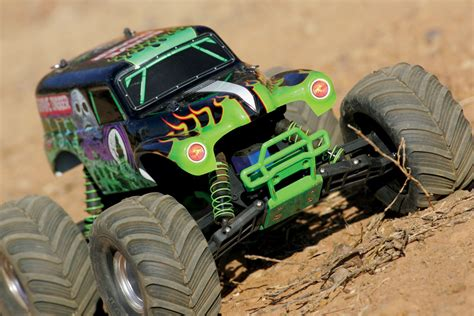 monster jam grave digger rc truck traxxas monster jam replicas suspension tuning rc car action