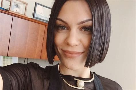jessie ss new hairstyle jessie j shows off her new blunt hairstyle with a selfie