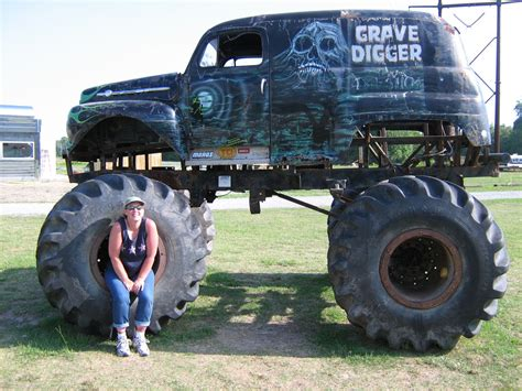 the first grave digger monster truck original grave digger monster truck www pixshark com