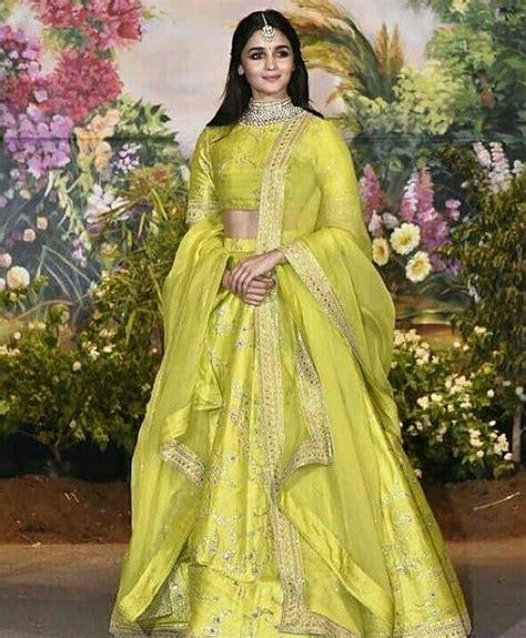 alia bhatt  sabyasachi lehenga mehendi outfits