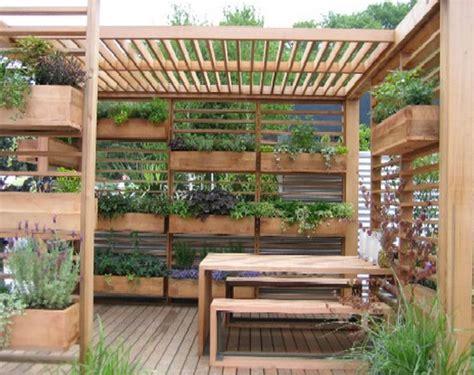 membuat kebun hidroponik di rumah membuat taman di lahan terbatas dengan vertikultur