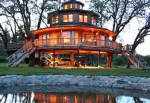 treehouse homes the most kickass oregon treehouse you ve ever seen is right here that oregon life