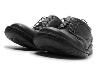 how to stretch leather shoes how to stretch leather shoes