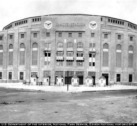 Yankee Stadium 1923 Wikipedia The Free Encyclopedia   file yankee stadium 1920s jpg wikipedia
