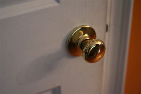 Closet Door Knobs How To Remove Interior Door Knobs The Homy Design