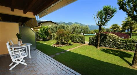 giardini con ulivi prenota la con vista giardino e piscina with