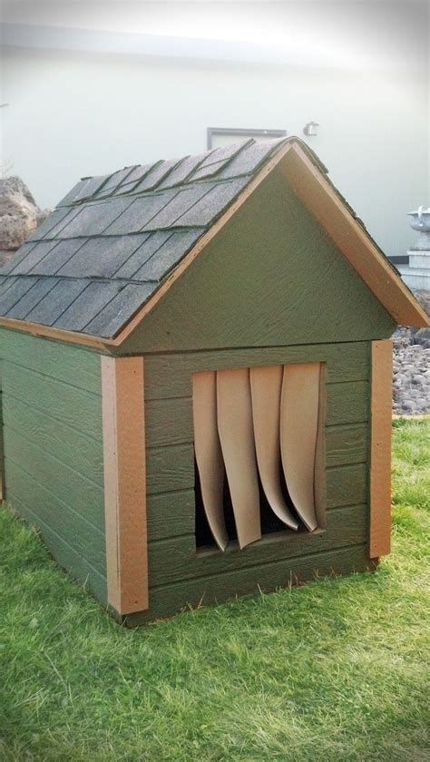 outdoor insulated dog house best 25 insulated dog houses ideas on pinterest