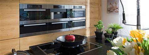 landhausküche modern dachgeschoss chesterfield