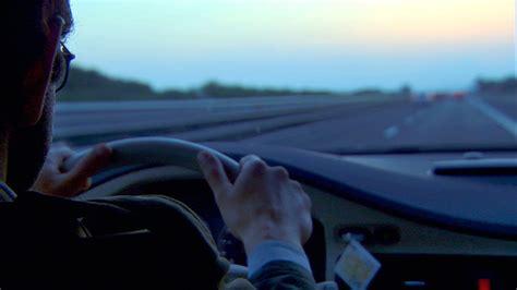 sulla strada di casa sulla strada di casa le illusioni di un uomo perbene