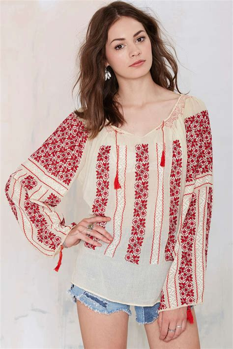 lipita blouse gal vintage lupita embroidered blouse in beige lyst