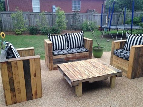 How To Make Patio Furniture Out Of Wood Pallets Wood Pallet Patio Furniture Plans Recycled Things