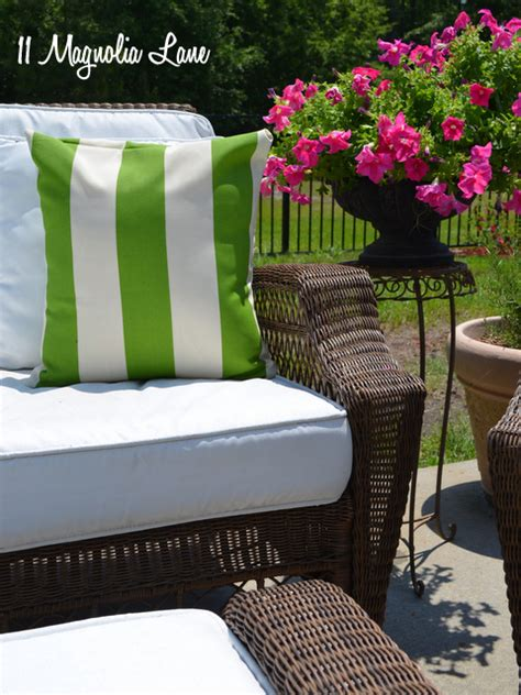 Hometalk   Painted Fabric Outdoor Cushions  Using a Paint