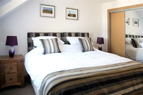 Single Bedroom Size Uk Master Bedroom 2 Single Beds Or Zipped And Linked To Form