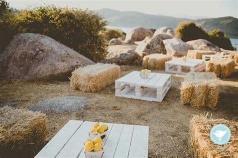 30 Rustic Outdoor Wedding Decorations with Hay Bales