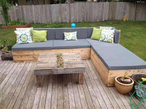 outdoor pallet couch  homemade cushions homemade