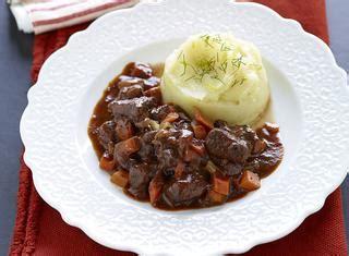 cucinare il cinghiale in umido ricette cinghiale in umido le ricette di giallozafferano