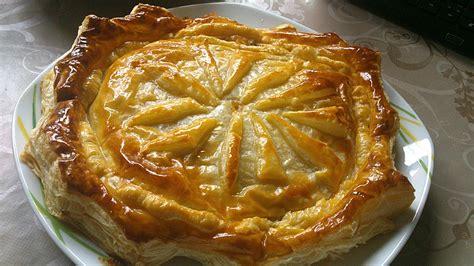 blätterteig kuchen rezepte bl 228 tterteigkuchen mit cremiger mandelf 252 llung und frischen