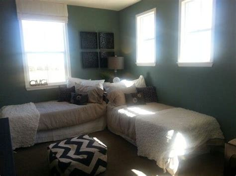 small bedroom with two beds cute twin beds idea general decor pinterest twin