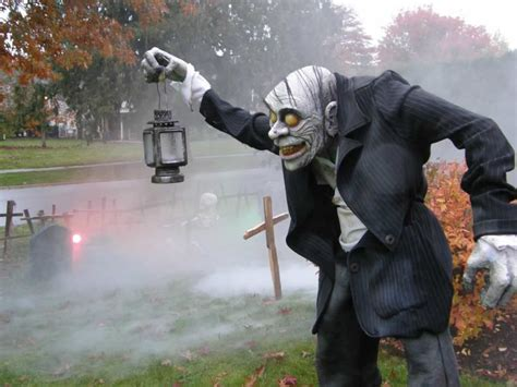 33 best scary halloween decorations ideas amp pictures