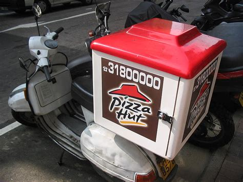 Ab Wann Darf Man Ungedrosselte Motorr Der Fahren by Pizzalieferer Und Das Leidige Parken Und Schnelle Fahren
