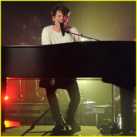 charlie puth jazz charlie puth kisses super hot girl in new attention