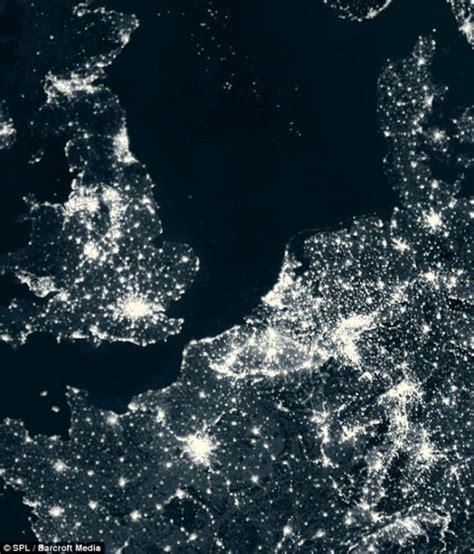 imagenes satelitales de la tierra de noche en im 225 genes la tierra iluminada de noche