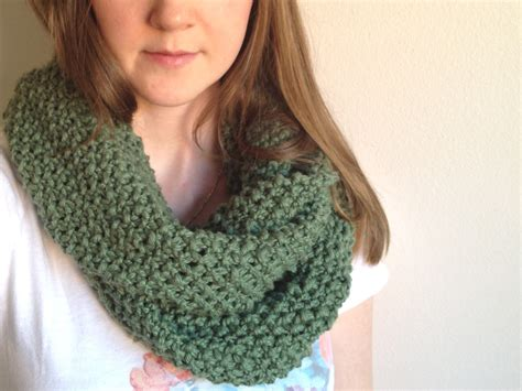 easy knitted infinity scarf tinselmint free infinity scarf pattern for beginners