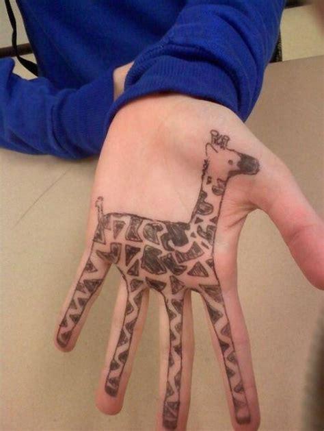 imagenes de jirafas para tatuar trending chic s on twitter quot tatuaje de una jirafa en la