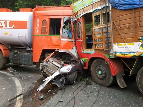 indian car on road truck accident in indian road picture of truck accident