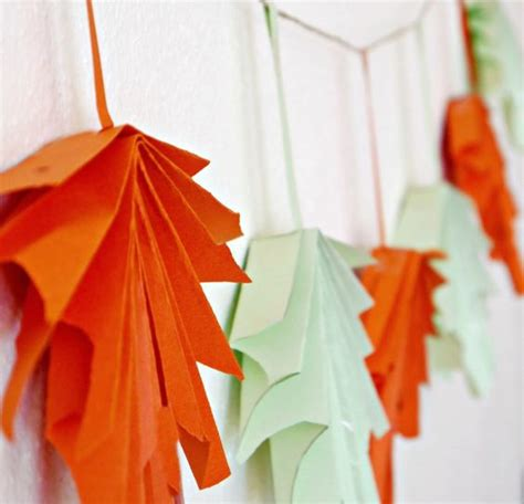 Folded Paper Garland - 37 awesome garland ideas to welcome the fall digsdigs