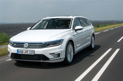 passat gte volkswagen passat gte estate hybrid review pictures