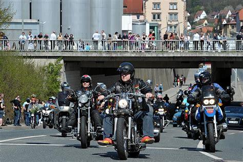 Motorradtreffen Kulmbach by Gr 246 223 Tes Motorradtreffen S 252 Ddeutschlands Zum 11 Mal In