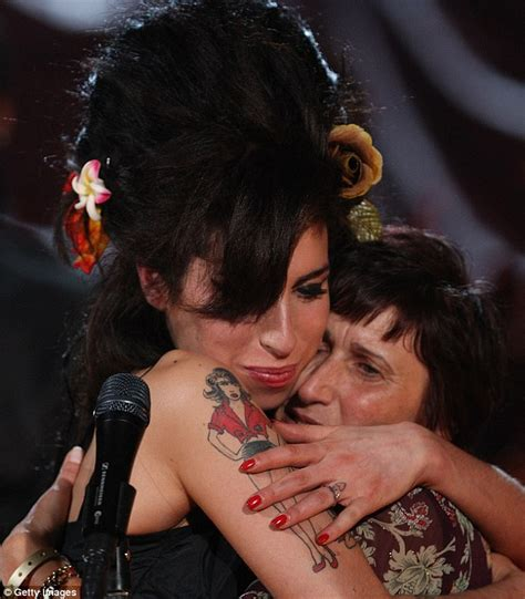 Winehouse Takes Nyc By by Winehouse Funeral Today Dead Singer S Family Confirms