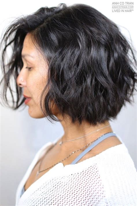 hair style ideas with slight wave in short best 25 layered wavy bob ideas on pinterest wavy bob