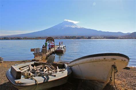 swan boats kawaguchi swan boat rental lake kawaguchiko yamanashi japan travel