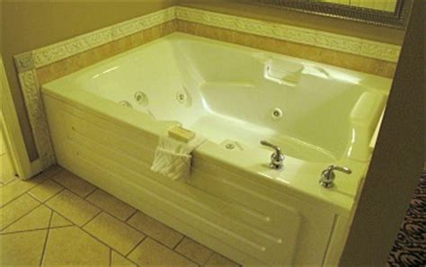 Hotels In Cleveland With Tub In Room by Ohio 174 Suites Tub Hotel Rooms B B S