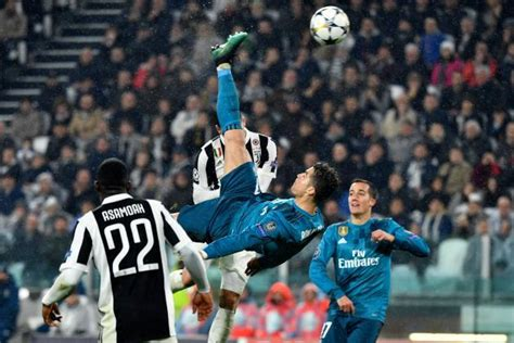ronaldo juventus standing ovation juventus 0 3 real madrid cristiano ronaldo s bicycle kick steals the show as los blancos claim