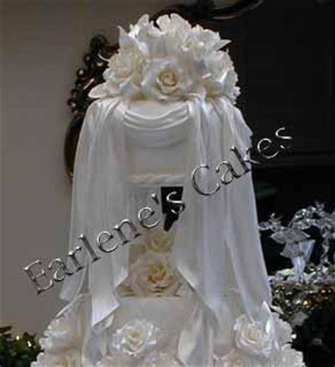 wedding cake drapes wedding cakes with icing drapes