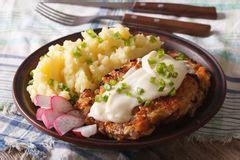 Cari Nature Stek bifteck frit des poissons rouges avec du riz et le cari
