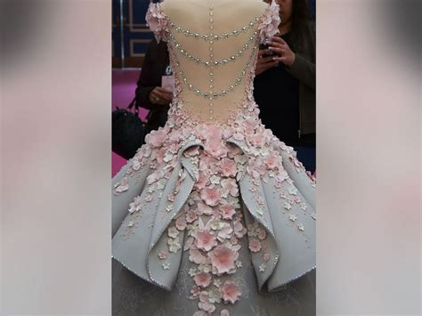 Wedding Cake Dress by Size Wedding Dress Cake Dazzles At Cake Show Abc News