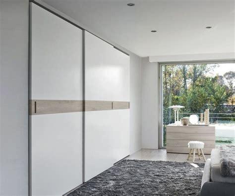 weißer kleiderschrank mit schiebetüren ideen wohnzimmer streichen