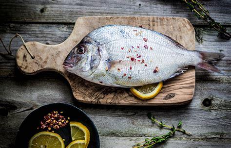 pesci da cucinare pesce di stagione a dicembre cosa comprare