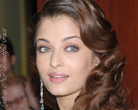 aishwarya rai eye color contacts look at her beautiful face perceiving the eye color of