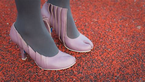 Split Pumponality Aguileras Shoe Choices by Fab Finds Quot Camel Toe Quot Shoes Split In The Right Direction