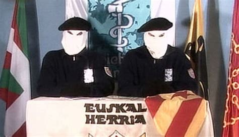 vasco eta terroristas comunistas vascos eta anuncian que mantienen
