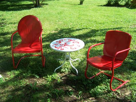 painting metal lawn chairs lawn chair paint project make mine eclectic